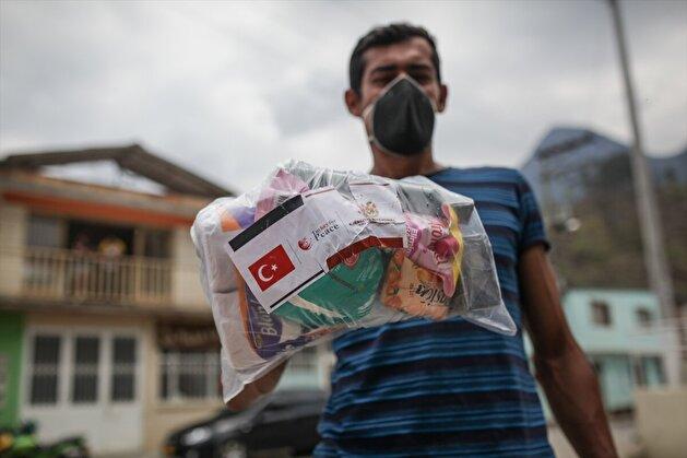 Turkey's TIKA distribute aids in Bogota