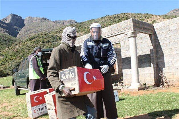 Turkey distributes food aid to hundreds in Lesotho