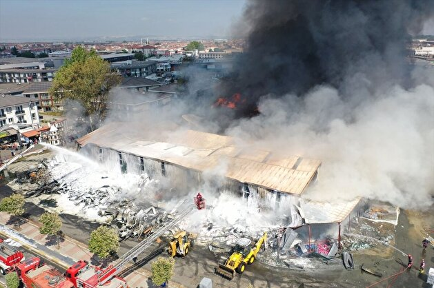 Fire in grocery store taken under control in Turkey's Sakarya