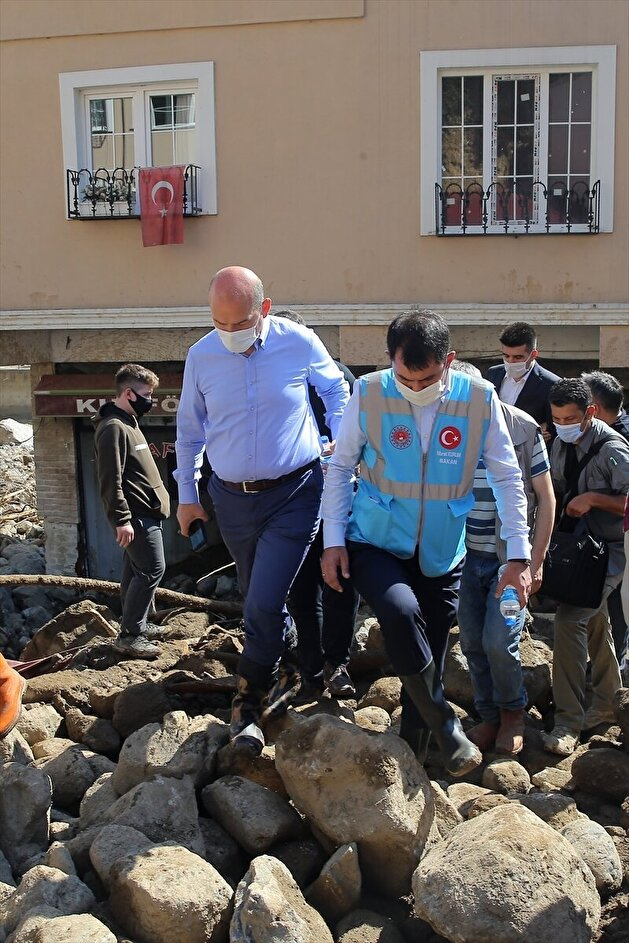 Turkish ministers inspect areas damaged by flash floods in Turkey's Giresun