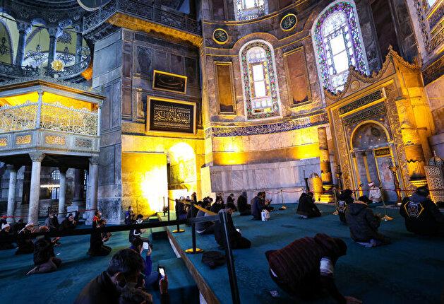 Erdogan donates Islamic calligraphy painting to Hagia Sophia Grand Mosque