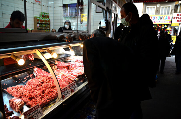 Turks rush to complete Ramadan shopping at historic market