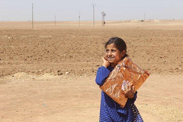 """الجيش التركي يقدم مساعدات لعائلات منطقة """"نبع السلام"""" في سوريا"""