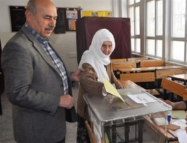 Turks from all walks of life take part in referendum