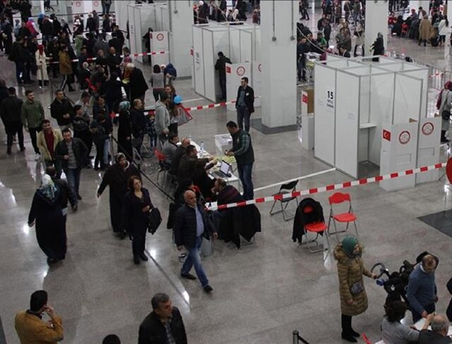 Record turnout of expats for constitutional referendum