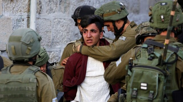 Israeli soldiers crackdown on Palestinians protesting against Trump's Jerusalem decision