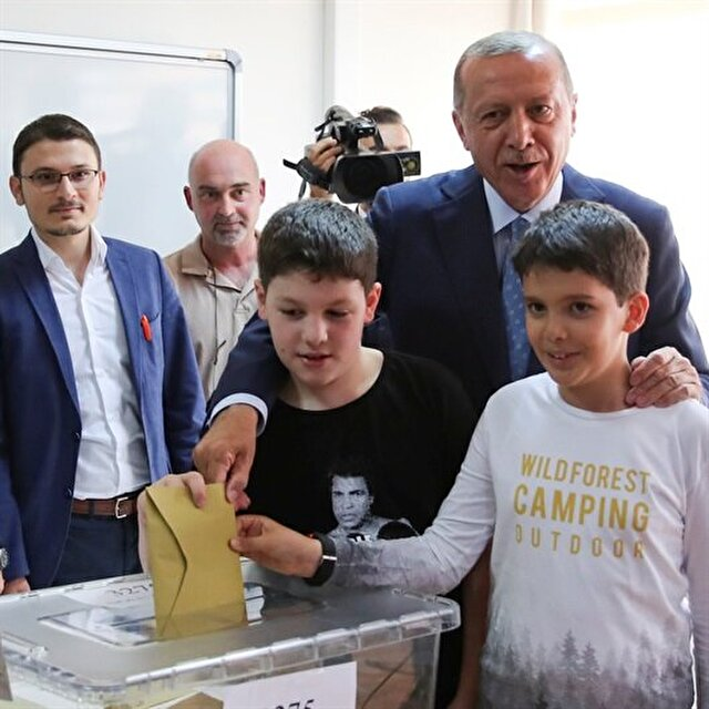 Erdoğan casts his vote for presidential, parliamentary elections