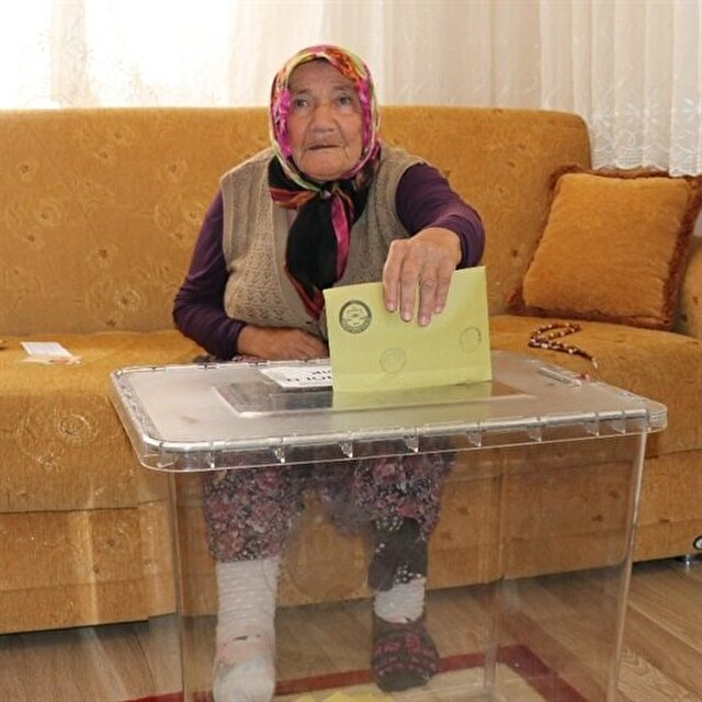 Portable ballot boxes go to sickly, elderly voters in Turkey elections for the first time