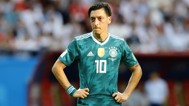 Mesut Özil'den Almanlara 'ırkçılığa hayır' etiketiyle paylaşım