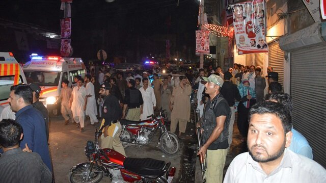 Death toll climbs to 20 in suicide bombing in NW Pakistan
