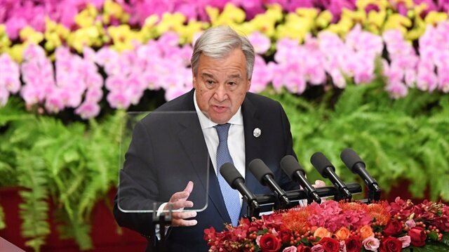 UN chief says US power in decline, world 'in pieces'