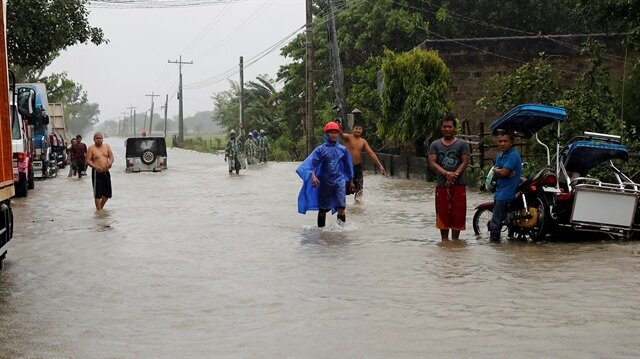 At least 25 die in Philippine typhoon havoc, rescue official says
