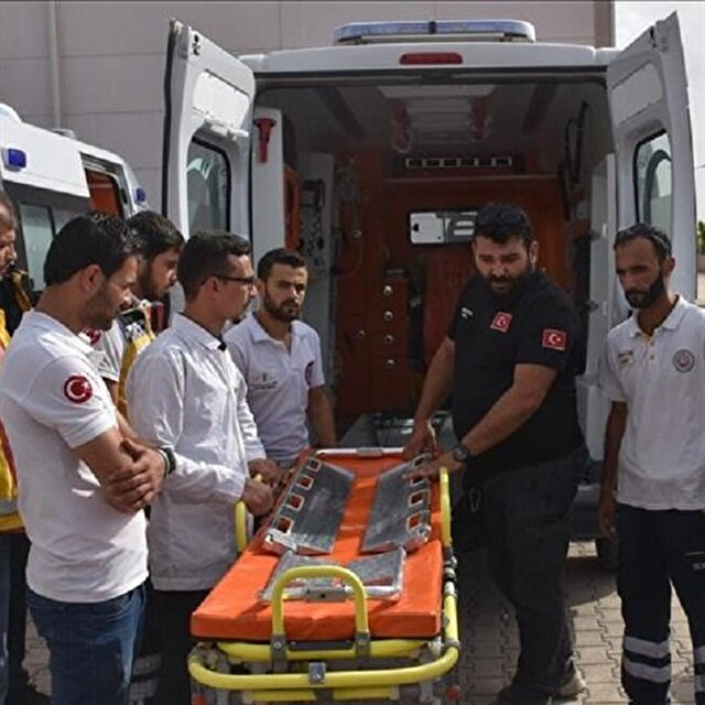 Turkish health staffers train Syrian volunteers