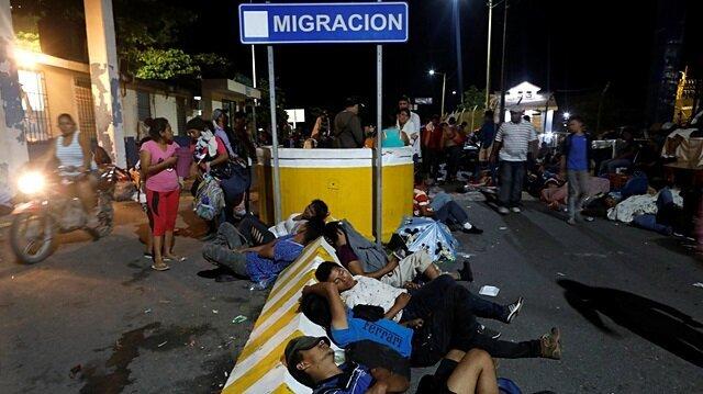 Migrants camp on bridge between Guatemala and Mexico as US pressure mounts