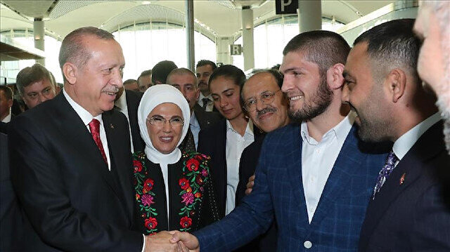 Erdoğan meets MMA champ at opening of Istanbul Airport