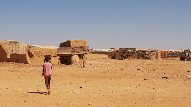 UN completes food distribution in remote Syria camp near Jordan