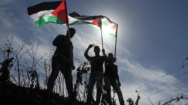 Gazans gather along Israel buffer zone for 34th Friday