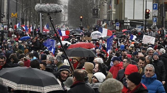 Thousands march against Yellow Vests in Paris