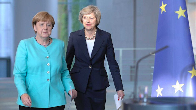May to meet Merkel on Tuesday amid Brexit crisis