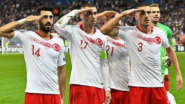 UEFA'dan skandal karar: Asker selamı için soruşturma başlattılar