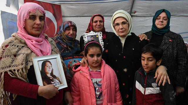 Turkey's first lady Emine Erdoğan in Diyarbakir to support mothers's sit-in against PKK