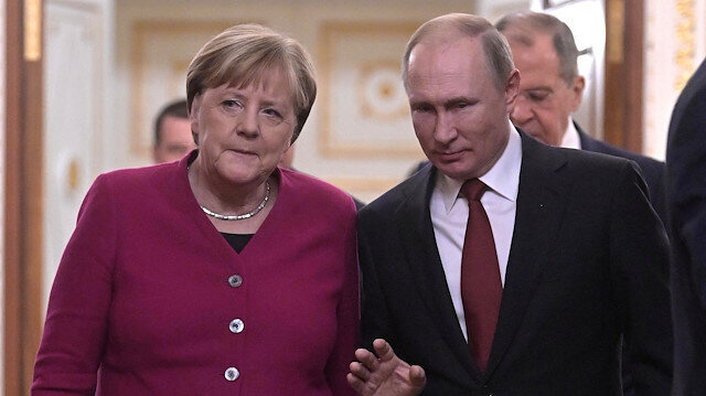Putin, Merkel hold phone talks on Libya