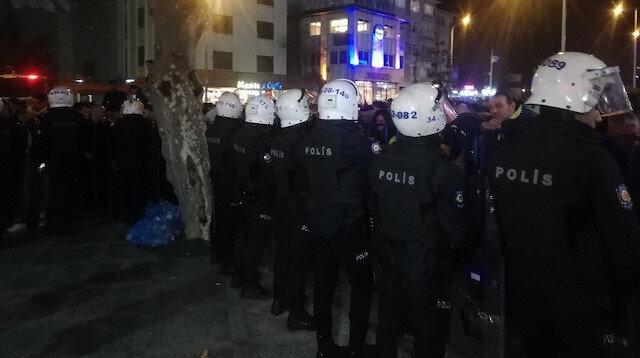 Fenerbahçeli taraftarlar takım otobüsünü taşladı