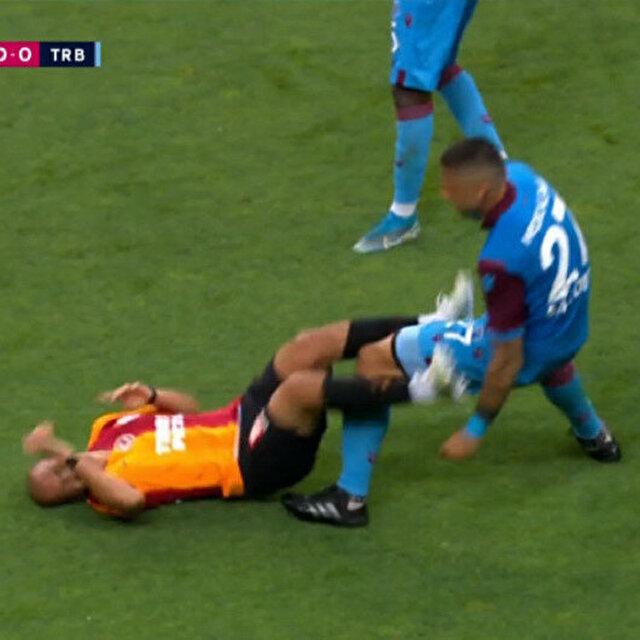 Da Costa'ya tekme atan Feghouli kırmızı kart gördü