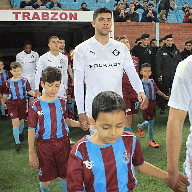 Trabzonspor ve Beşiktaş'la anlaşamadı, yurt dışına transfer oluyor