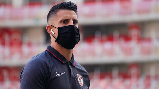 Süper Lig'in yeni yıldızı çıktığı ilk maçta kırmızı kartla oyun dışında kaldı