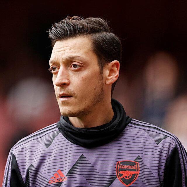 Mesut Özil, Arsenal'in Premier Lig kadrosunda yer almadı