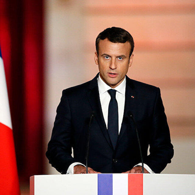 Macron ateşle oynuyor: Hz. Muhammed'e hakaret karikatürlerini devlet binalarına yansıttı