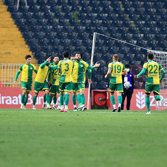 Üçüncü lig ekibi Esenler Erokspor Süper Lig'in flaş takımı Karagümrük'ü eledi
