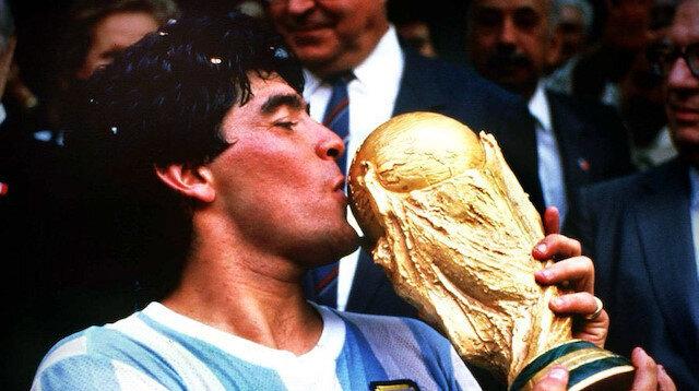 Futbol en sevilen oğlunu kaybetti: Diego Armando Maradona