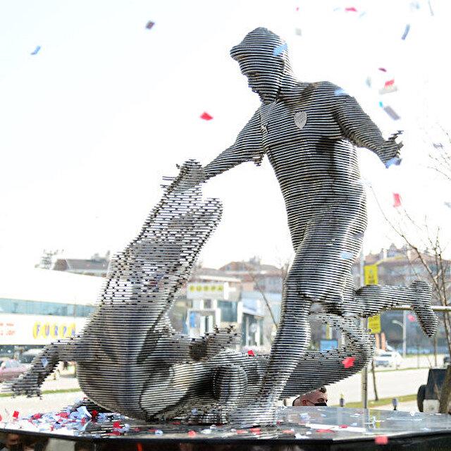 Bursaspor Efsanesi Pablo Martin Batalla'nın heykelinin açılışı gerçekleşti