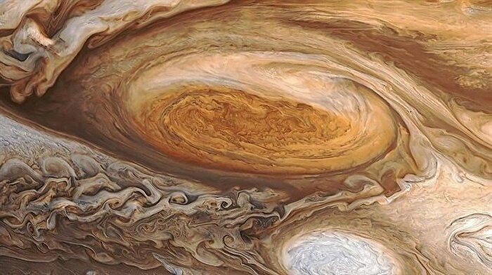 Jüpiter keşif uydusu Juno, Büyük Kırmızı Leke'yi görüntüledi