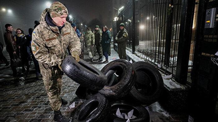 Rusya-Ukrayna arasında büyük gerilim: Ukraynalılar sokağa döküldü
