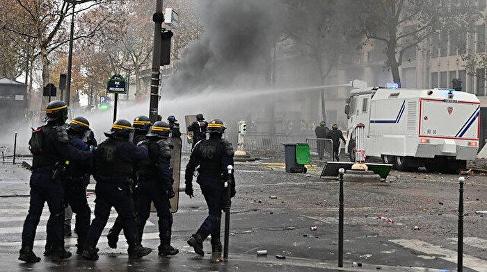 Fransa'da sarı yeleklilere karşı 89 bin polis görev alacak