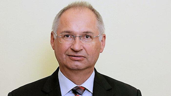 Marketten sandviç çalan Slovenyalı milletvekili görevi bıraktı