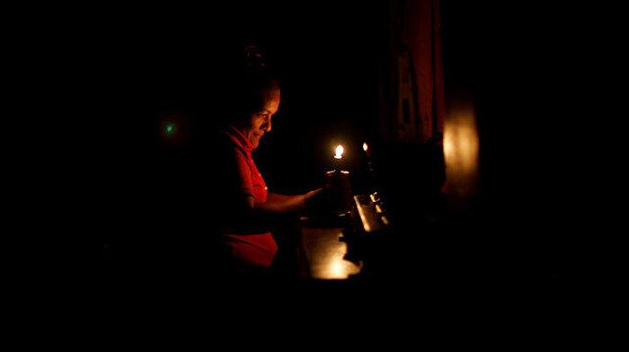 3 gündür elektrik sıkıntısı yaşanan Venezuela'da hayat durma noktasına geldi
