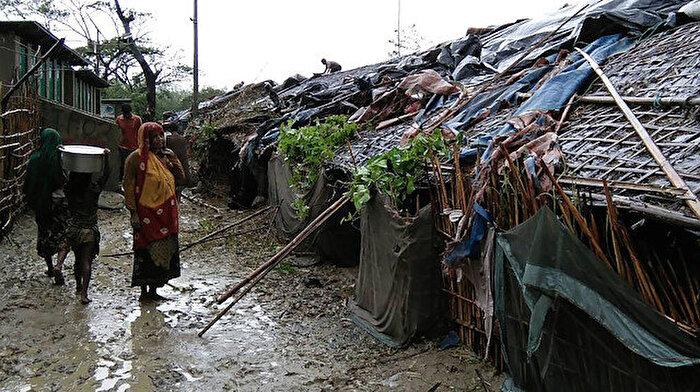 Bangladeş'te tropik fırtına: 10 kişi öldü