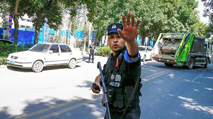 Çin, Doğu Türkistan'a gelen turistlerin telefonlarına gözetleme uygulaması kuruyor