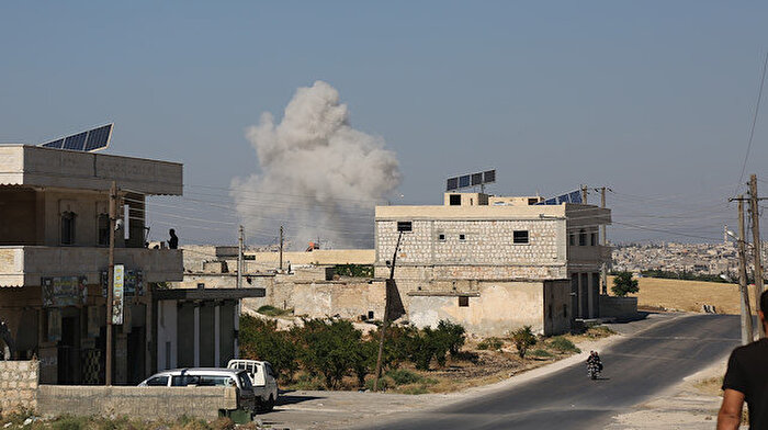 İdlib'de pazar yerine hava saldırısı