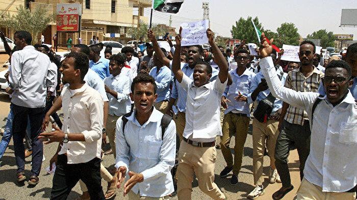 Sudan'da okullar süresiz olarak kapandı