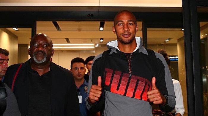 Galatasaray'ın yeni transferi Nzonzi İstanbul'da