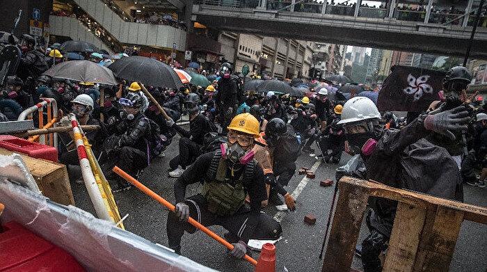 Hong Kong'da olaylı protesto: 36 gözaltı