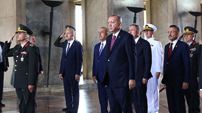 Büyük zaferin 97. yılı: Devlet erkanı Anıtkabir'i ziyaret etti