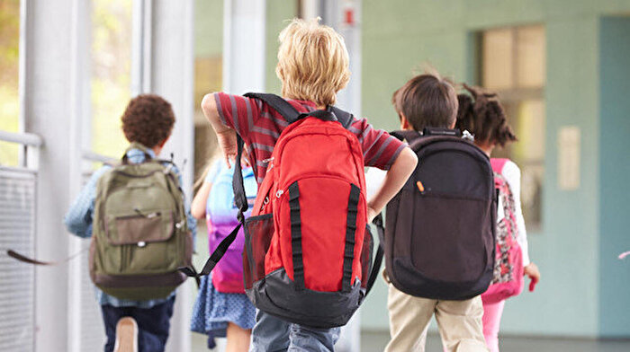 Aman dikkat: Yanlış çanta seçimi çocuğunuzu kambur yapabilir!