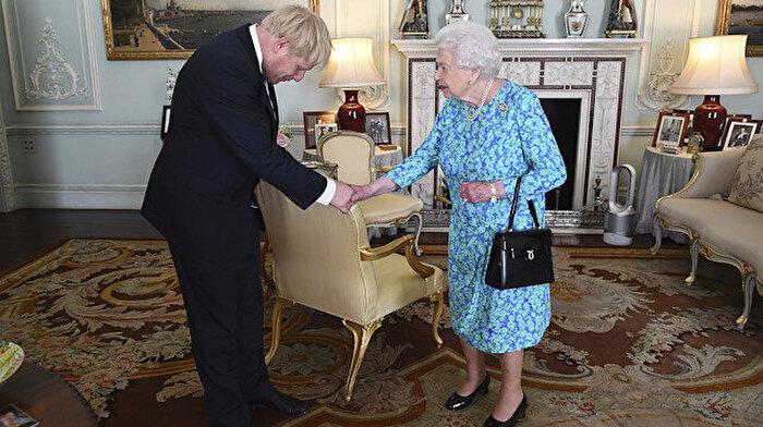 Johnson için sular ısınıyor: Kraliçe görevden alabilir