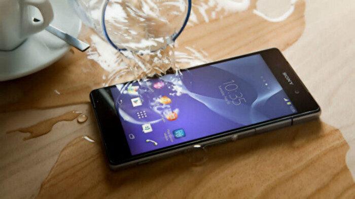 Suya düşen akıllı telefon 10 adımda nasıl kurtarılır?